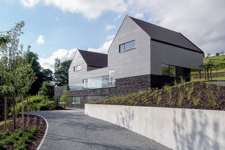 Moderne Satteldachhäuser mehrgenerationenhaus modernes wohnen einer großfamilie im ländlichen