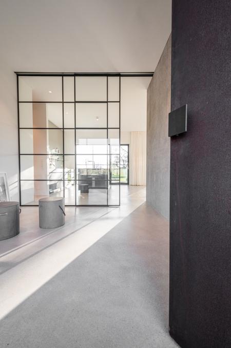BUB architekten bda _Bungalow Schaalsee_Foyer mit Eingangstür_vertikal_Frontbild (1 von 1)