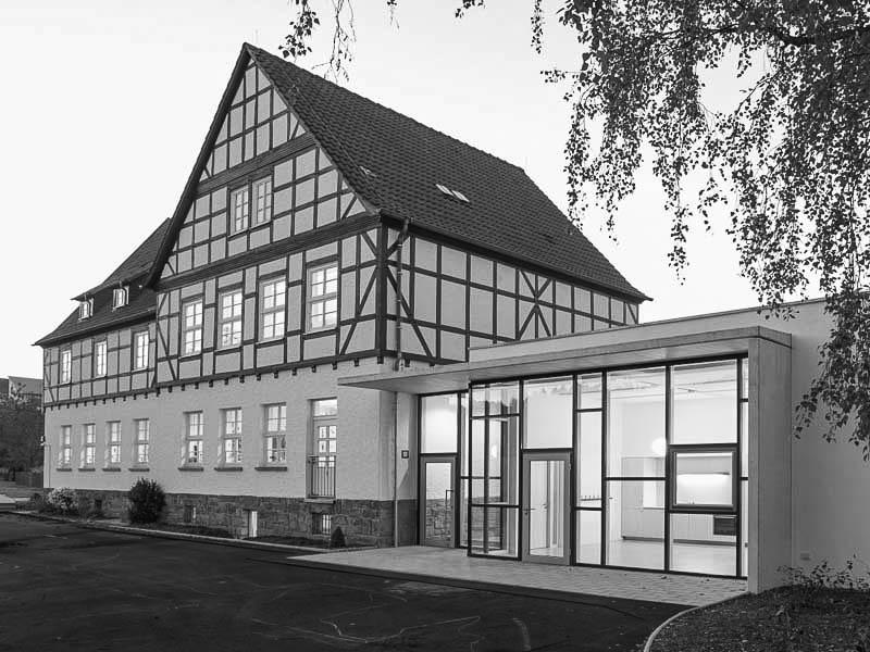 Grundschule Schmalnau_000frontbild-sw
