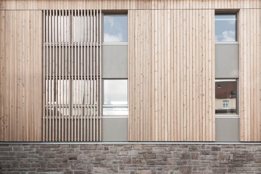 Holzfassade Detail holzhaus in dorfmitte biosphärenreservat rhön bub architekten