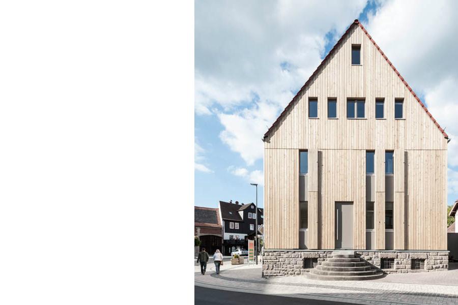 Holzhaus in dorfmitte biosph renreservat rh n bub - Bub architekten ...